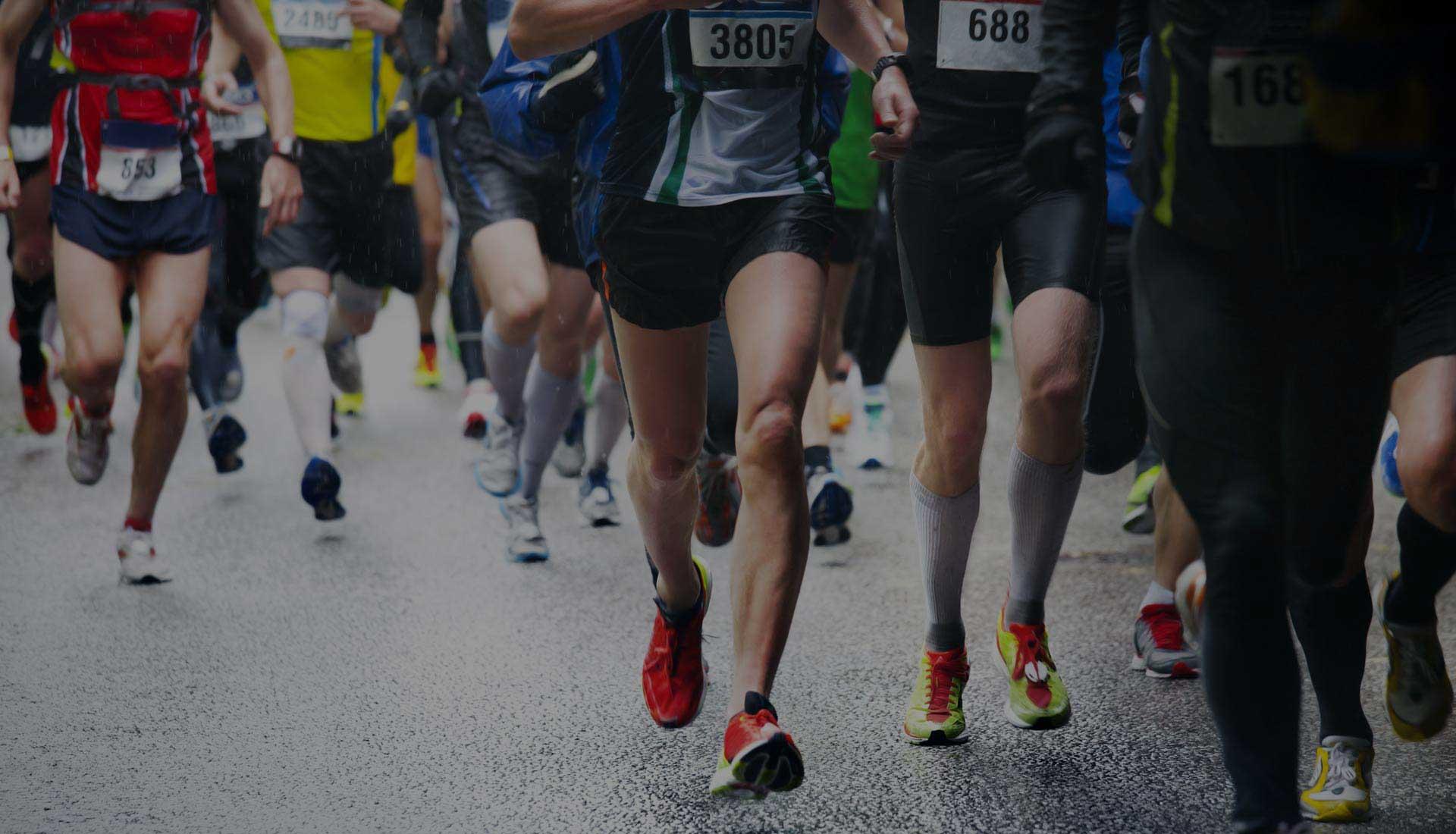 Marathon runners wearing Tyvek runner bibs